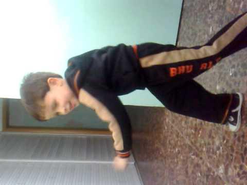 طفل يرقص على اغنية بيبي جاستن بيبير اجمل رقص thumbnail