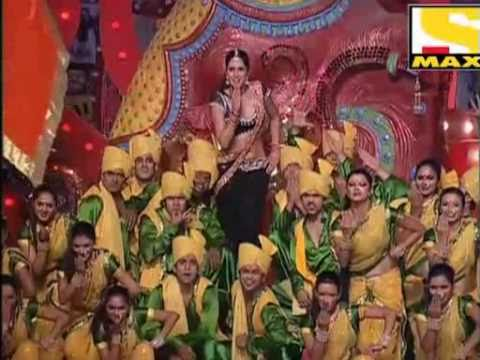Katrina Kaif Performing On Sheila Ki Jawani In Typical Local Style  Stardust Awards 2011 video