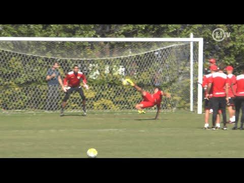 Ganso faz gol de voleio e mostra muita animação em treino do São Paulo