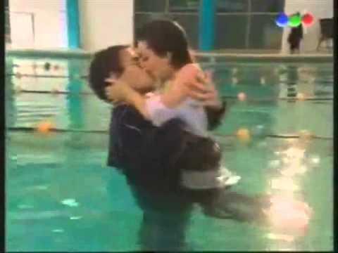 Mar & Thiago in piscina.