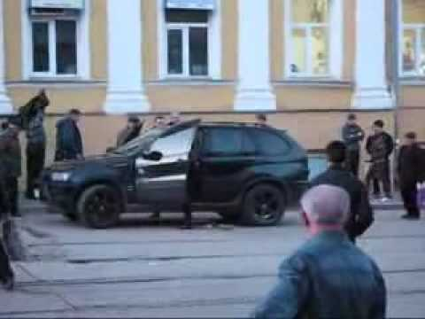 Tram passengers attack BMW X5 driver (Russia) Video