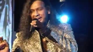 download lagu 'chhupana Bhi Nahin Aata' Sung By Vinod Rathod In gratis