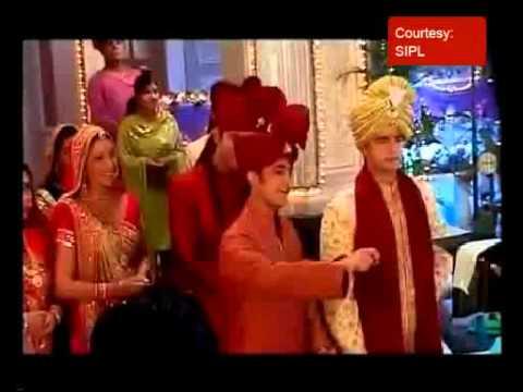 Akshara's 22 Kg 'lehanga' For The Wedding Day video