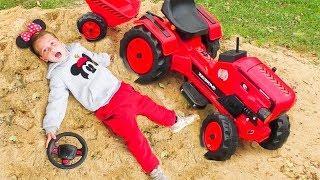 Сrying婴儿有趣的玩彩色汽车Johny Johny是爸爸歌曲学习颜色玩具的基础