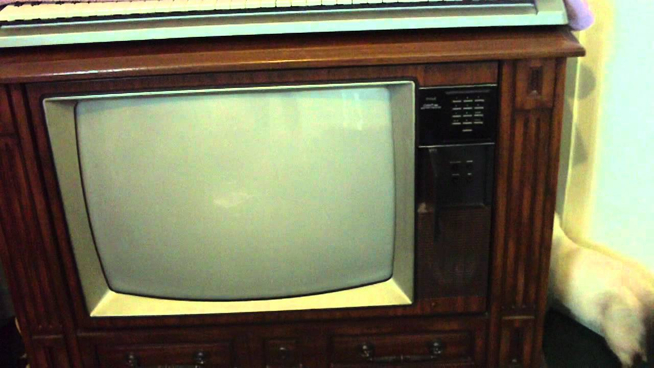 25 rca colortrak console television youtube for Floor model tv