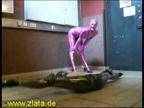 2 Schlangenfrauen Catsuit Latex Gymnastik