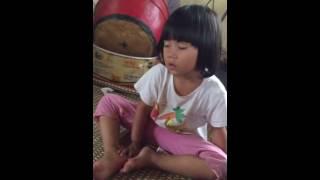 Bé gái 6 tuổi lên đồng (Chẳng nhẽ cậu lại nhập vào bé gái)