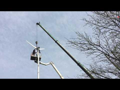 Remscheider errichtet Windkraft-Anlage im Garten