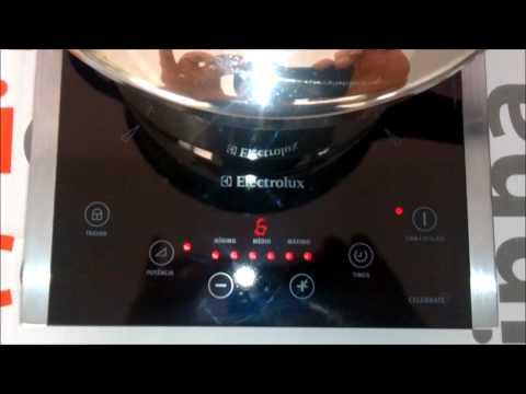 Cooktop portátil Electrolux Celebrate 1 boca (ICP30) - Cozinhando feijão
