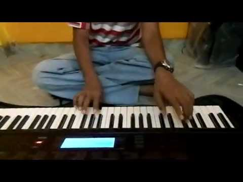 Shoor Amhi Saradar Marathi on Keyboard.wmv