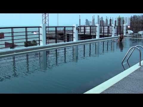 Rooftop swimming pool at Pattaya – Sea Me Spring Hotel