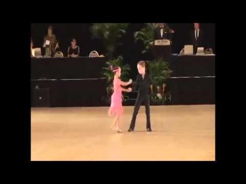 Яша и Даниела дети танцуют, сальса танец