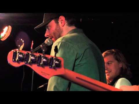 Chris Young and Joey Hyde singing Family Tradition
