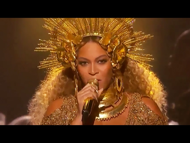 Beyonce Pregnant With Twins Grammys Performance 2017 - VIDEO