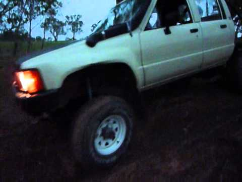 Hilux ln65 and ln106 driving some easy tracks