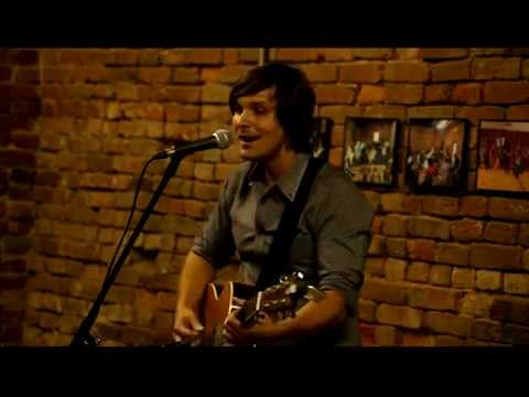 Charlie Worsham performs 'Cut Your Groove' at the Quest Center 051415