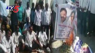 మద్దతు ధర ఇవ్వాలంటూ రోడ్డుపై రైతులు ధర్నా..! | Yadadri Bhongir District