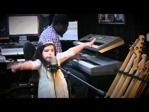 Sophia Grace Brownlee Singing Nicki Minaj's