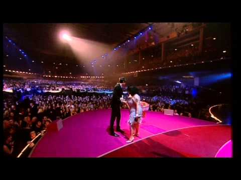 Mark Ronson wins British Male presented by Beth Ditto | BRIT Awards 2008