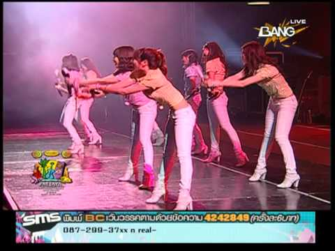 [ SNSD Girls' Generation ] Seohyun accident in Pattaya Music Festival 2009
