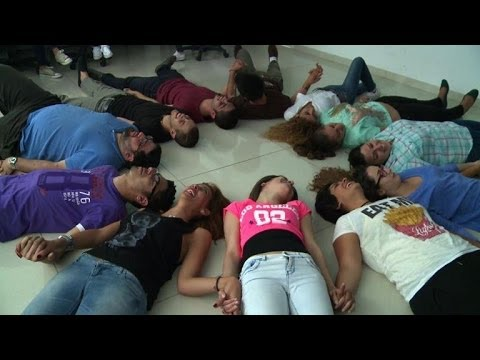 'Laughter yoga' in Lebanon helps Syrian refugees