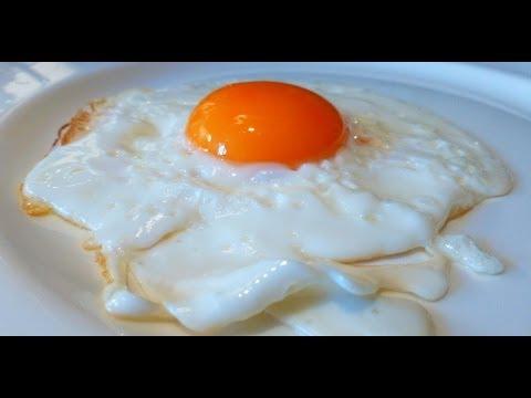 Как приготовить яичницу - видео