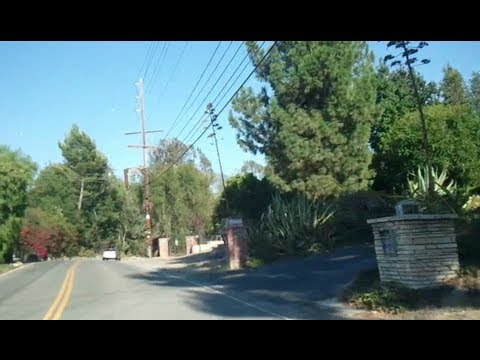 Tour of Celebrity Homes on Mulholland Drive in Los Angeles
