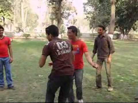 Dekh Lo Punjabi Mundey Kidhan Rola Pandey video