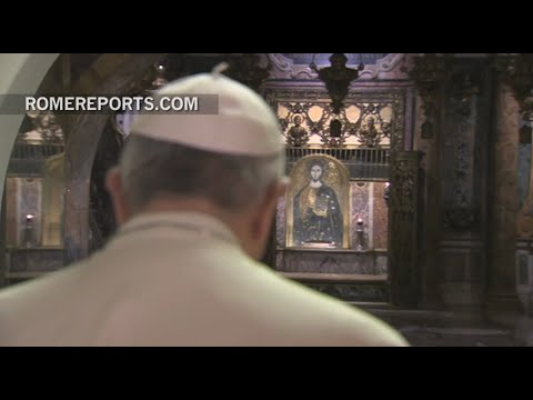 Pope Francis prays for deceased Pontiffs in Vatican Grotto
