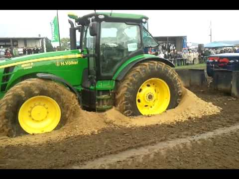 Trecker Treck Hille 2011 John Deere 8320R eingegraben/Kreis drehen