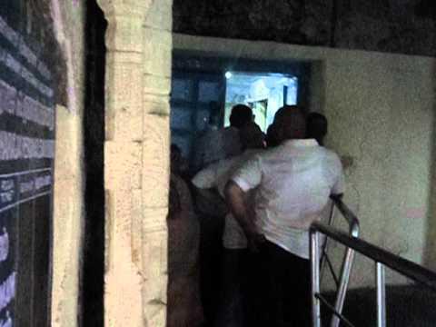 MOV00800.AVIThe inner most circumbulatory passage of Vardhraja perumal temple at Kanchipuram.
