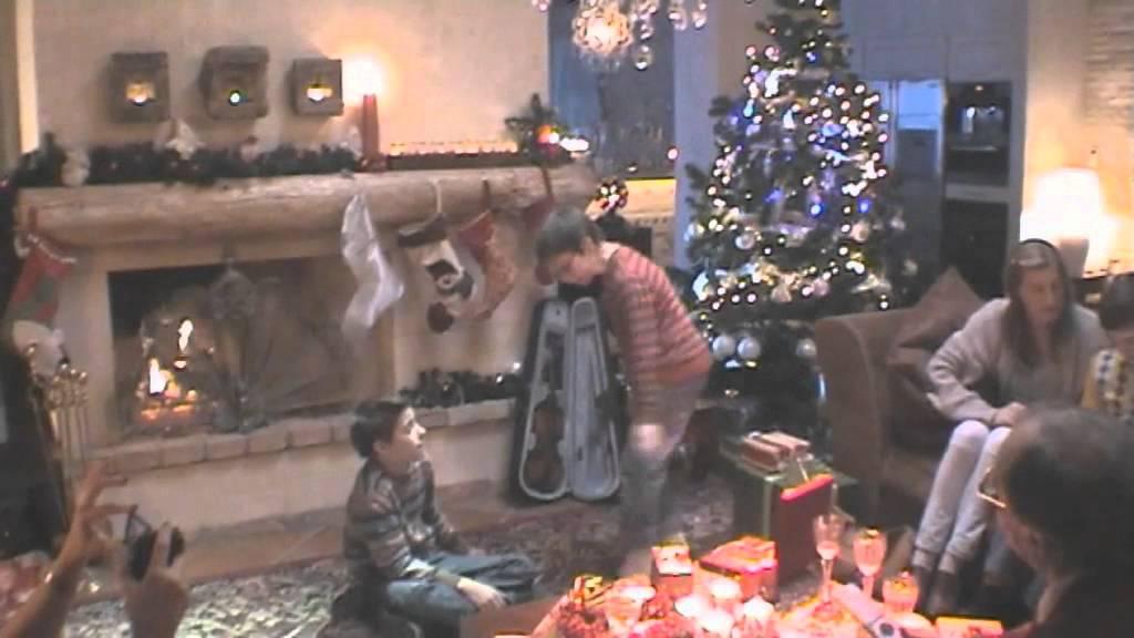 weihnachten wird unterm baum entschieden tv spot. Black Bedroom Furniture Sets. Home Design Ideas