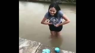 Download Lagu Cewe Mandi Di Sungai BH nya Di Lepas Gratis STAFABAND