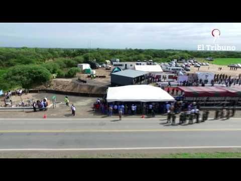 El homenaje a los 43 gendarmes fallecidos desde un dron