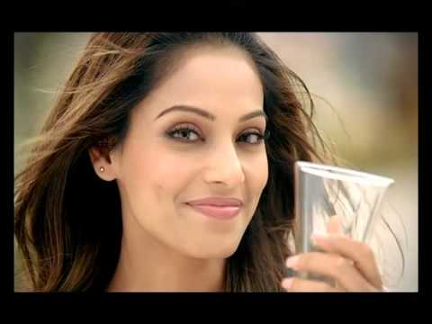 Cool Commercials : Bipasha Basu - Dabur Real ...