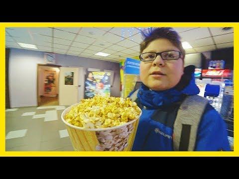 ШКОЛЬНИК КУПИЛ ВЕДРО ПОПКОРНА 🔴ПОСЛЕДНИЙ БОГАТЫРЬ смотрим кино