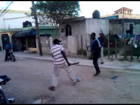 Tremendo Pleito Dos Hombre A los Macheta En Los Rosales ( RD ) Que Lio