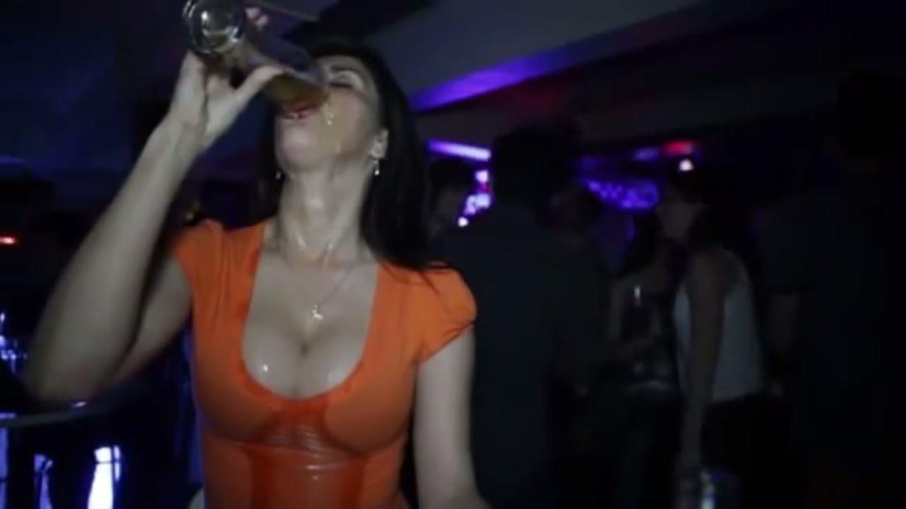 Сильно пьяная женщина 12 фотография