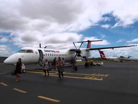 ������� 2332便 ����� (BNE) � ������� (GLT) ������� Q400 VH-QOF 2015年2�21� Qantas Link 2332 Brisbane (BNE) - Gladstone (GLT) Bombardier...