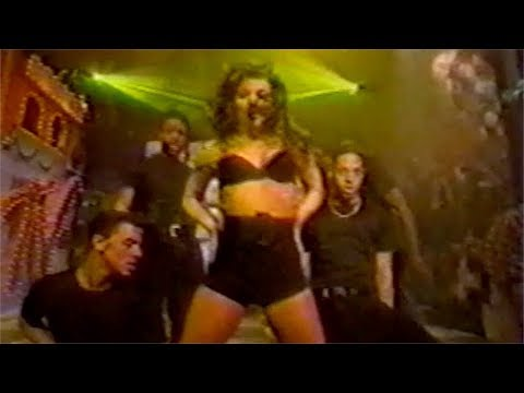 Carmen Electra Performs On The Grind