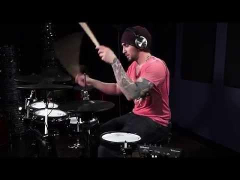 Aaron Edgar performing