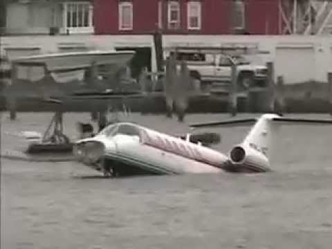 Citation Jet Crashes On Short Runway In Atlantic City NJ & Ends Up In The Bay