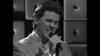 Bouke Scholten brengt een ode aan Elvis - RTL LATE NIGHT/ SUMMER NIGHT