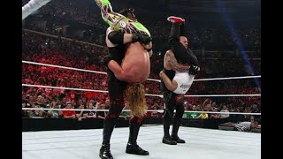 10 Wrestlers Who Shared A Signature Move (And Who Did It Better)