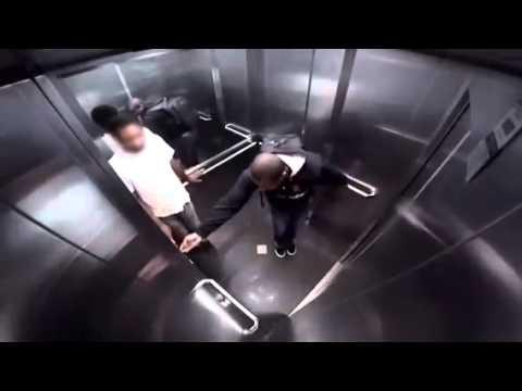Понос в лифте