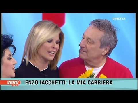 Laura Freddi riabbraccia Enzo Iacchetti suo partner a Striscia la Notizia a Vero tv,