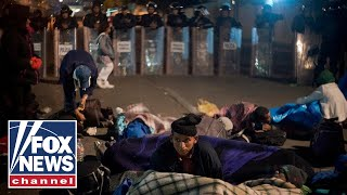 Report: Migrants march on border, protest living conditions