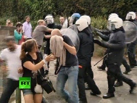 Video: Police pepper-spray protesters in anti-pedophile demo in Belgium