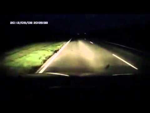Пьяный пешеход ночью на трассе