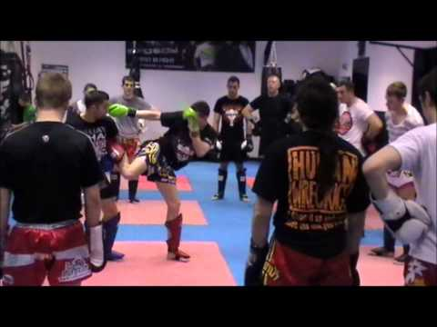 Thaiboxing technique with World Champion Liam Harrison - Working from Catching the Leg Image 1